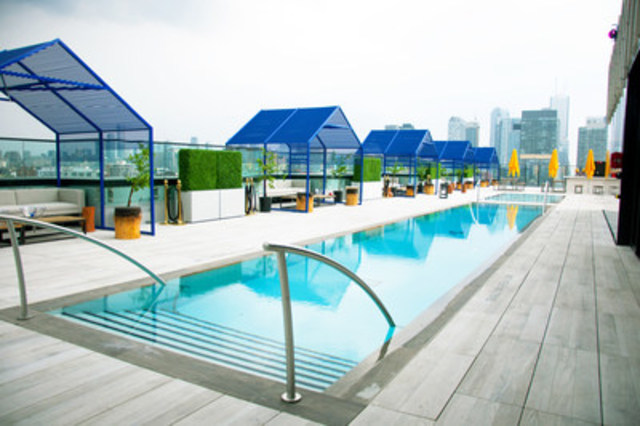 Set in the heart of downtown Toronto, LAVELLE features one of the longest rooftop pools in North America (Photo credit: Igor Aldomar) (CNW Group/LAVELLE)