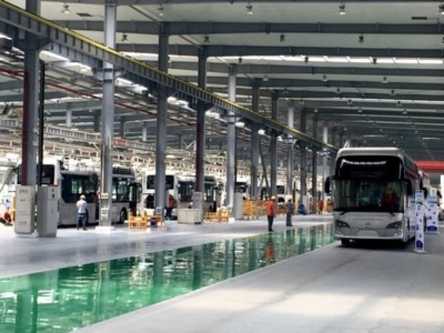 Foshan Feichi fuel cell bus assembly operation (CNW Group/Ballard Power Systems Inc.)