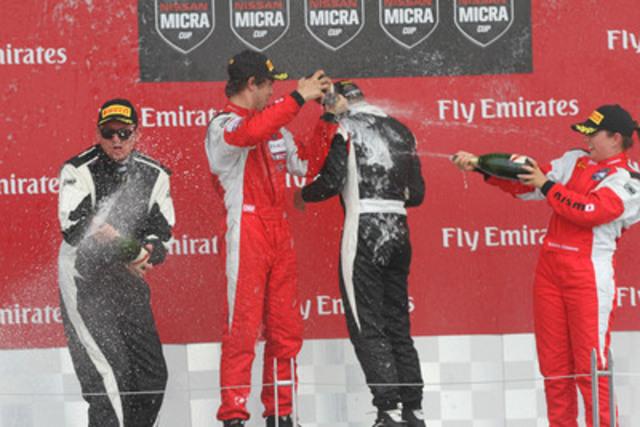 Bédard (deuxième), Rzadzinski (premier) et Chiasson (troisième) sur le podium dimanche, avec la recrue Metod Topolnik à l'extrême gauche. (Groupe CNW/Nissan Canada Inc.)