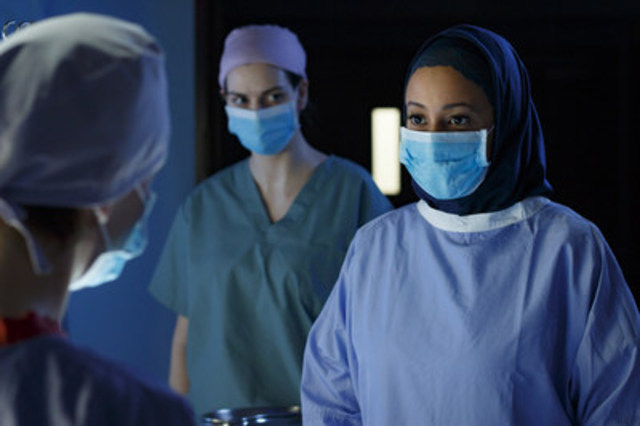 Farida played by Rachelle Casseus inside the operating room in TVO's Hard Rock Medical, credit Michael Tien. (CNW Group/TVO)