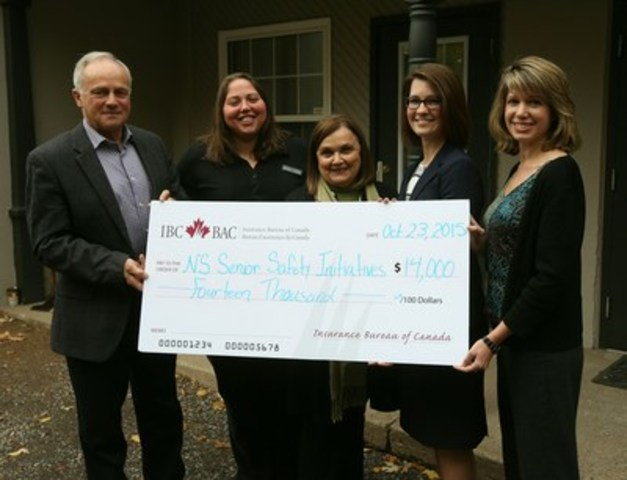 Amanda Dean, Vice-President, Atlantic, IBC gives a cheque to support seniors' programs (CNW Group/Insurance Bureau of Canada)