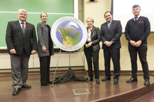 From left: Sault Ste. Marie MP, Terry  Sheehan, President and CEO of the Royal Canadian Mint, Sandra Hanington, Dr. Roberta Bondar, Sault Ste. Marie Mayor Christian Provenzano and Sault College Aviation Technology student Oliver unveil a curved glow-in-the-dark silver collector coin commemorating the 25th anniversary of Dr. Bondar's historic Space Shuttle mission in Sault Ste. Marie, Ontario (November 1, 2016). (CNW Group/Royal Canadian Mint)