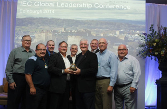 Egg Farmers of Canada is proud to be the 2014 recipient of the Crystal Egg Award for outstanding commitment to corporate and social responsibility (CNW Group/Egg Farmers of Canada)
