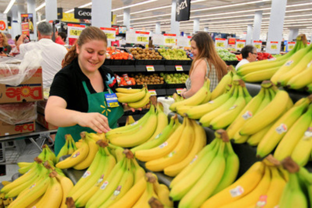Walmart associate Amanda Thompson stocks fresh bananas at the newly unveiled Halifax Centre Walmart Supercentre. (CNW Group/Walmart Canada)