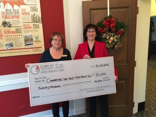 From left to right: Pat Singleton, Executive Director of Cambridge Self-Help Food Bank and Heidi Sevcik, President and Chief Executive Officer of Gore Mutual Insurance Company (CNW Group/Gore Mutual Insurance Company)