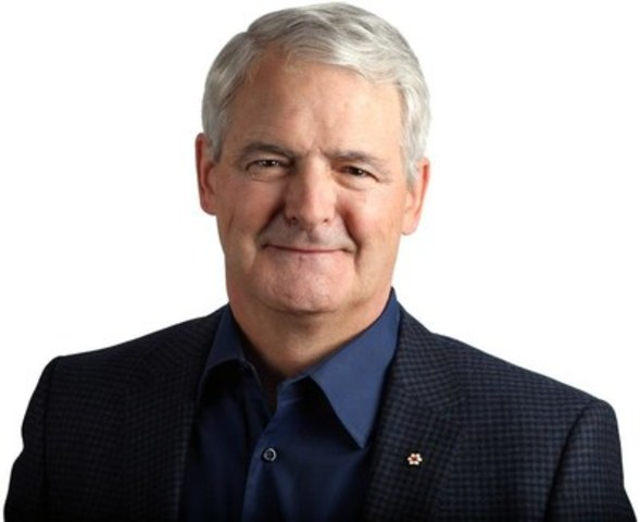 The Hon. Marc Garneau delivers the opening CCPPP keynote address on November 14th in Toronto. (CNW Group/Canadian Council for Public-Private Partnerships)