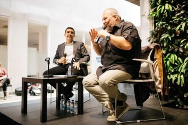 Dans un panel animé par Éric Paquette, président cofondateur de l'Institut du leadership (à gauche), l'humoriste Jean-Marc Parent a présenté son approche en affaires devant un parterre de près de 100 participants. (Groupe CNW/Institut de leadership en gestion)