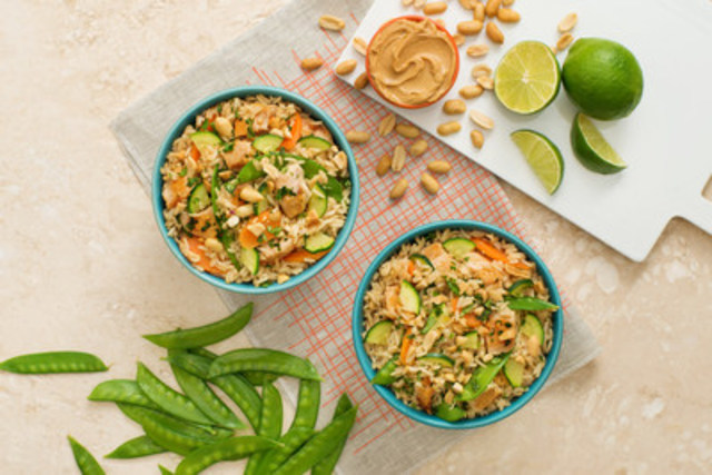 Tasty Thai Chicken & Peanut Butter Rice Bowl – recipe courtesy of UNCLE BEN'S® (CNW Group/UNCLE BEN'S® Canada)
