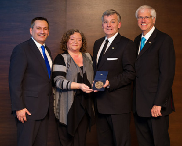 From left to right : Stephan Robitaille, FCPA, FCGA, Chair of the Order, Lucie Forget, pht, President of the Ordre professionnel de la physiothérapie du Québec and QIC Executive committee's member, Alain Côté, FCPA, FCA, Managing Partner, Quebec Region, at Deloitte and recipient of the QIC Award of Merit and Daniel McMahon, FCPA, FCA, President and CEO of the Order. (CNW Group/Ordre des comptables professionnels agréés du Québec)