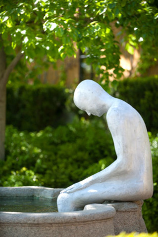 """As you enter the courtyard, guests are surprised by the life size aluminum sculpture sitting in the winery's 17th Century Renaissance fountain. Sculpture Name: """"Journey"""" (CNW Group/Mission Hill Family Estate)"""