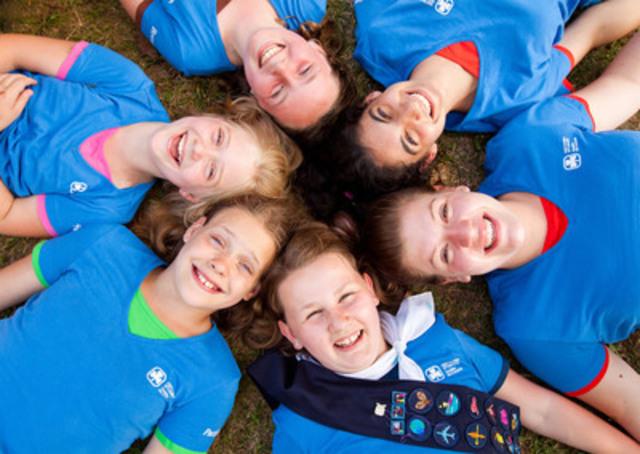 Les Guides du Canada sont ravies d'introduire un nouveau t-shirt d'uniforme bleu-Guides stylé qui unit toutes les branches du guidisme regroupant des filles. Lorsqu'elles portent le nouveau t-shirt, les Sparks, Brownies, Guides, Pathfinders et Rangers sont immédiatement reconnaissables comme faisant partie du même organisme dynamique. (Groupe CNW/Girl Guides of Canada)
