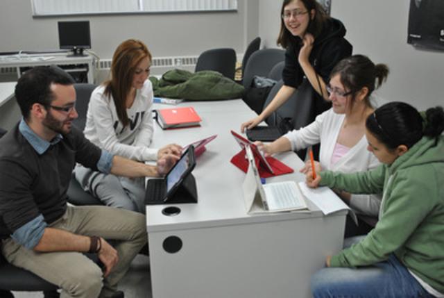Les étudiants apprécient le nouveau DEC-iPad. (Groupe CNW/Cegep Beauce-Appalaches)