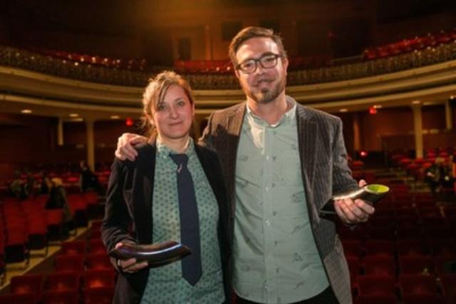 Le 23 octobre, l'École nationale de théâtre du Canada remettait le Prix Gascon-Thomas aux auteurs dramatiques Hannah Moscovitch et Olivier Choinière. (Groupe CNW/Ecole nationale de théâtre du Canada)
