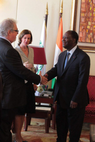 Neil Woodyer, CEO of Endeavour meeting with Côte d'Ivoire's President Ouattara and Chantal de Varennes, Canadian Ambassador to Côte d'Ivoire in May 2013 (CNW Group/Endeavour Mining Corporation)