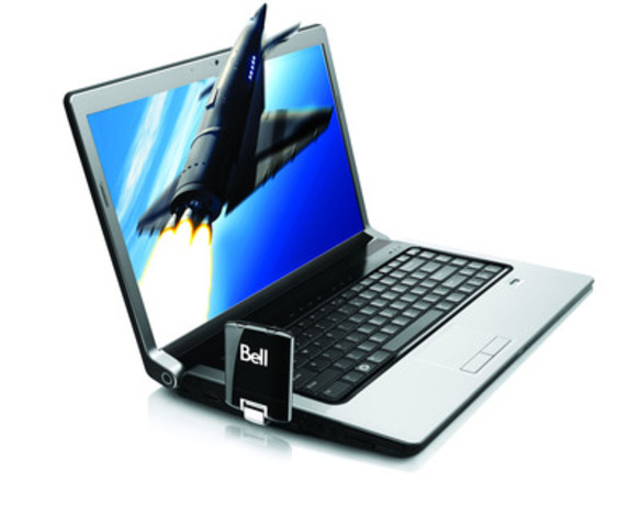 4G LTE Sierra Wireless U313 Turbo Stick from Bell with laptop (CNW Group/Bell Mobility)