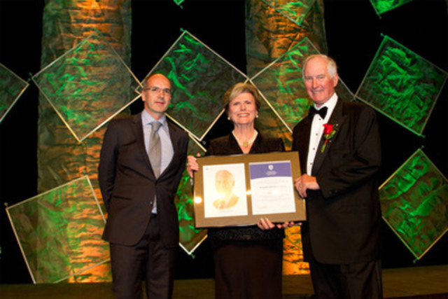 Richard Drouin (right), Chairman, Stonebridge Financial receives his 2012 ICD Fellowship Award from Donna Soble Kaufman (centre), Chair of the ICD and Clemens Mayr (left), Partner, McCarthy Tetrault's Montreal office. (CNW Group/Institute of Corporate Directors (ICD))