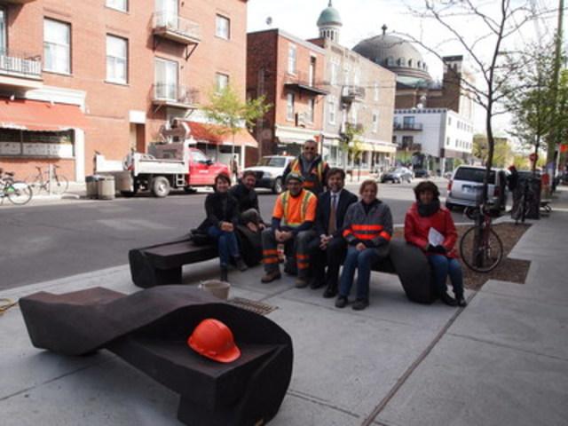 Installation des bancs sur Saint-Viateur Ouest (Groupe CNW/Ville de Montréal - Arrondissement du Plateau-Mont-Royal)