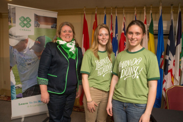 (L-R) Shannon Benner, CEO of 4-H Canada, with local New Brunswick Triangle 4-H Club members Ally and Amy McConchie, wearing newly branded 4-H Canada apparel. Photo provided by 4-H Canada (CNW Group/4-H Canada)