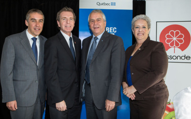 Mr. Nicolas Marceau, Minister of Finance and the Economy, Mr. Jean Gattuso, President and CEO of Lassonde Industries Inc., Mr. François Gendron, Deputy Premier, Minister of Agriculture, Fisheries and Food, and Ms. Marie Bouillé, Iberville MP, during the announcement of the Government of Québec's financial support of A. Lassonde Inc. (CNW Group/Lassonde Industries Inc.)