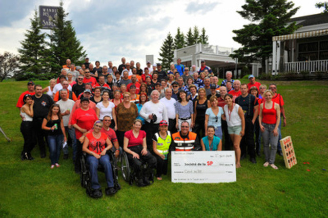 The 3rd Tournée de l'espoir has raised $ 100,000 thanks to the generosity and commitment of one hundred participants. Several personalities were present during this event: Sophie Thibault, Dominique Poirier, Colette Provencher, Eric Ménard and Robert Poëti. (CNW Group/MULTIPLE SCLEROSIS SOCIETY OF CANADA)
