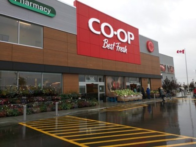 The new Strathmore Co-op features a fresh bakery case, cheese island and an expanded selection of fresh meat and seafood (CNW Group/Calgary Co-Operative Association Limited (Calgary Co-op))