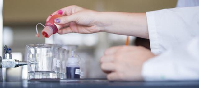 Les sciences, c'est aussi pour les filles ! (Groupe CNW/Centre de développement de la relève scientifique et technologique - CDRST)