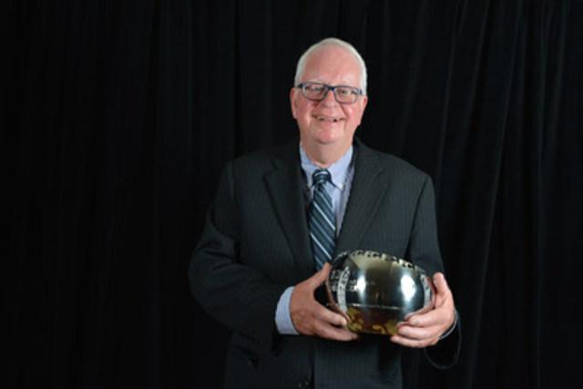 Michel Auger, chroniqueur judiciaire de longue date pour Le Journal de Montréal ayant survécu à une tentative de meurtre, a été le récipiendaire du Prix Couronnement de carrière de La Fondation pour le journalisme canadien (FJC) 2015. (Groupe CNW/La Fondation pour le journalisme canadien)
