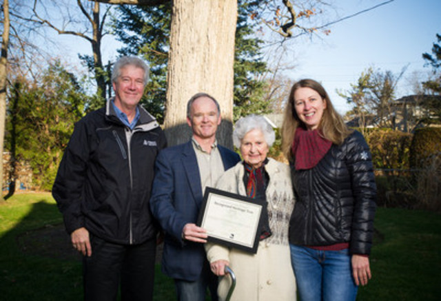 From left to right: Rob Keen, CEO, Forests Ontario, Councillor John Campbell, Ward 4 Etobicoke Centre, Tilly Kertesz, Janet McKay, Executive Director, LEAF (CNW Group/Forests Ontario)