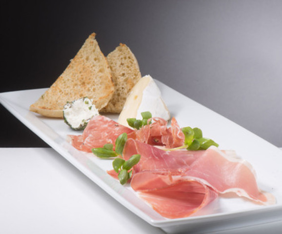 Vinifera's menu, developed by OTG concept chef Michael Coury, features small plates, salads and paninis with fresh ingredients sourced locally from the region. (CNW Group/Greater Toronto Airports Authority)