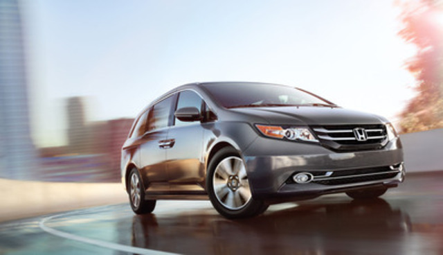 Les principaux changements apportés à la minifourgonnette Odyssey 2014 de Honda comprennent l'ajout d'une transmission automatique à 6 vitesses sur toutes les versions, ce qui se traduit par les meilleures cotes de consommation du segment pour une minifourgonnette V6, de même que des caractéristiques de sécurité améliorées, un style extérieur épuré à l'avant et à l'arrière, et des commandes électroniques et un bloc d'instrumentation redessinés. De plus, les modèles Odyssey Touring seront désormais équipés de série du système très attendu HondaVACT : le premier aspirateur au monde intégré à un véhicule. (Groupe CNW/Honda Canada Inc.)