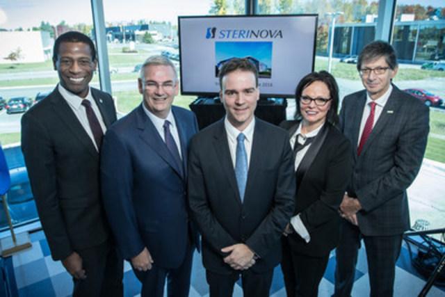 Greg Fergus, Jean Rochette, Jean-Philippe Gentès, Lucie Charlebois et Gaétan Morin lors de l'inauguration de l'usine Sterinova à St-Hyacinthe, le 14 octobre 2016. (Groupe CNW/(FTQ) Le Fonds de Solidarité des Travailleurs du Québec)