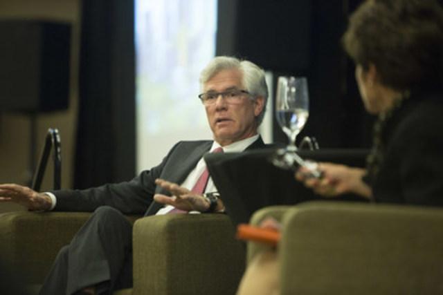 Le ministre des Ressources naturelles du Canada, l'honorable Jim Carr, prend part à une séance de questions avec les gens d'affaires de l'Alberta, le 5 février. Dirigée par Deborah Yedlin du Calgary Herald, la séance était présentée par la Chambre de commerce de Calgary. (Groupe CNW/Ressources naturelles Canada)