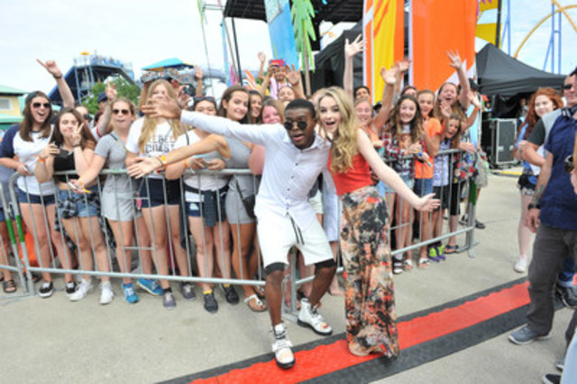 (From left to right) #1 chart topper OMI and Disney Channel's Sabrina Carpenter pose with fans at YTV Summer Beach Bash today at Canada's Wonderland. The concert was telecast at 7 pm et/pt on YTV. (CNW Group/YTV Canada Inc.)