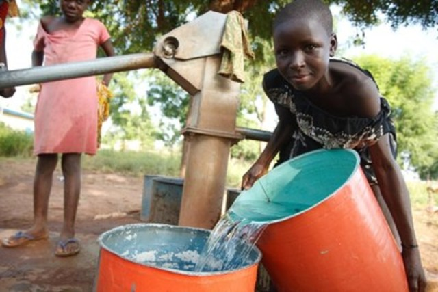 """On October 1, Calgary will host a """"Water for Life"""" Gala in benefit of UNICEF. All proceeds will go towards delivering life-saving water, sanitation and hygiene programs to vulnerable children around the world. C UNICEF/UNI192043/Asselin (CNW Group/UNICEF Canada)"""