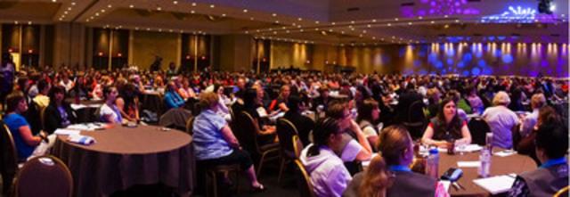 Certains des plus de 850 délégués participants de la séance plénière, le 4 juin, au Congrès biennal de la Fédération canadienne des syndicats d'infirmières et infirmiers 2013, à l'hôtel Westin Harbour Castle à Toronto. (Groupe CNW/Fédération canadienne des syndicats d'infirmières et d'infirmiers)