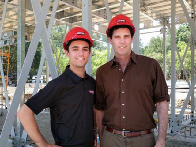 De gauche à droite: Charles Bovet, Vice-Président Opération US et Mark Z. Jacobson, professeur à l''Université Stanford. (Groupe CNW/BONE Structure)