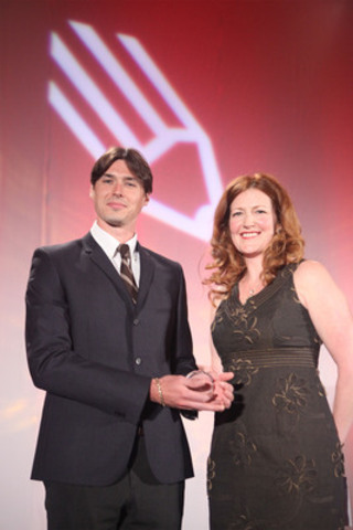 Aaron Vincent Elkaim accepts the 2011 Tom Hanson Photojournalism Award from presenter Catherine Hanson at the Canadian Journalism Foundation's Annual Awards Gala. Submissions for the 2012 Tom Hanson award will be accepted until January 8, 2012. (CNW Group/Canadian Journalism Foundation) (CNW Group/News - Media)