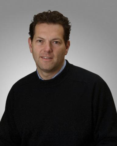 Jean. A. Ouellet M.D., FRCS, Chirurgien orthopédiste, chirurgien chef adjoint, Hôpitaux Shriners pour enfants® - Canada (Groupe CNW/HOPITAL SHRINERS POUR ENFANTS (CANADA))