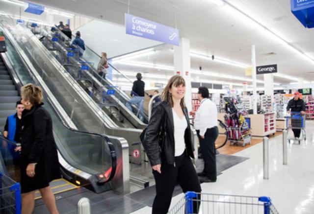 Escaliers roulants pour les clients et pour les chariots entre les étages. (Groupe CNW/Walmart Canada)
