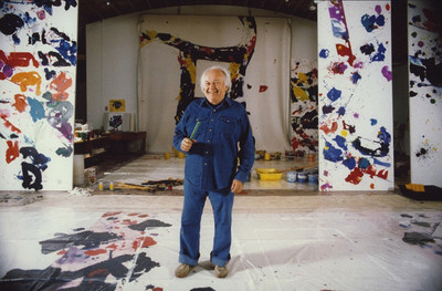 Sam Francis in front of A Whirling Square, 1975, in his Broadway studio, Santa Monica, CA. 1983. Photo: Michael Childers. Courtesy: The Sam Francis Foundation.