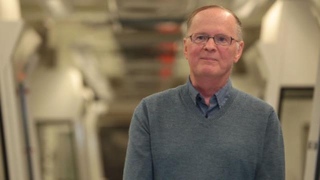 Dr. David Miller, Carleton University, Développement de la Résistance contre la Tordeuse des bourgeons d'épinette. (Groupe CNW/J.D. Irving, Limited)