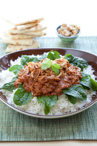 Whether enjoying a North American classic or Indian inspired Spinach Butter Chicken - slow cooking equals big flavor. (CNW Group/Jarden Consumer Solutions)