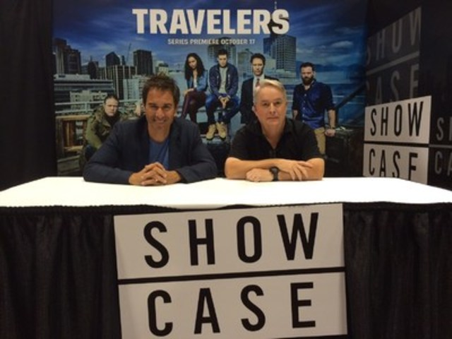 Travelers star Eric McCormack and creator Brad Wright at the Showcase booth at Fan Expo Canada on September 3, 2016 (CNW Group/Corus Entertainment Inc.)