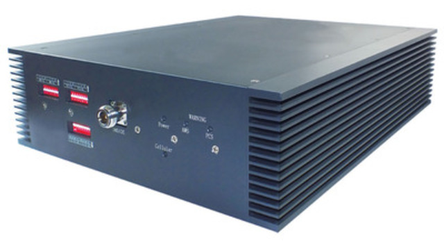 Cellphone-Mate's new SureCall Force-3(TM) LTE In-Building Amplifier is the first tri-band cellular amplifier to universally support all Canadian cellular bands and technology including 4G LTE in one cost-effective solution. The Force-3 is designed to meet the needs of mid-to-large size organizations up to 8000m2 requiring an improved and consistent cellular connection for 2G/3G/4G voice and data. (Product Number: CM3000-80-CA) (CNW Group/Cellphone-Mate Inc.)