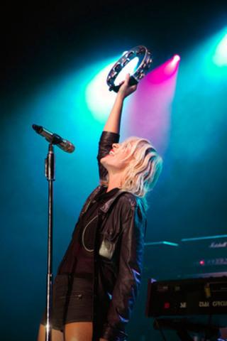 La série de concerts Scène imprévue de Molson Canadian a débuté par un spectacle de Metric, le 29 août 2014, dans le pavillon historique Victoria de Calgary. (Groupe CNW/MOLSON CANADIAN)