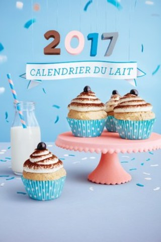 Les Producteurs laitiers du Canada célèbrent la 40e année de publication du Calendrier du lait. Cette occasion sera soulignée avec l'édition 2017 disponible dans les deux langues officielles. Des éditions limitées peuvent être commandées sans frais sur le site calendrierdulait.ca. (Groupe CNW/Dairy Farmers of Canada)