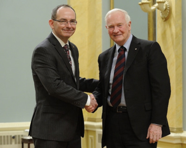 Michel Pouliot, Ph. D, Vice-President, Research and development, Agropur Cooperative, received the prize from His Excellency the Right Honourable David Johnston, Governor General of Canada. (CNW Group/Agropur)