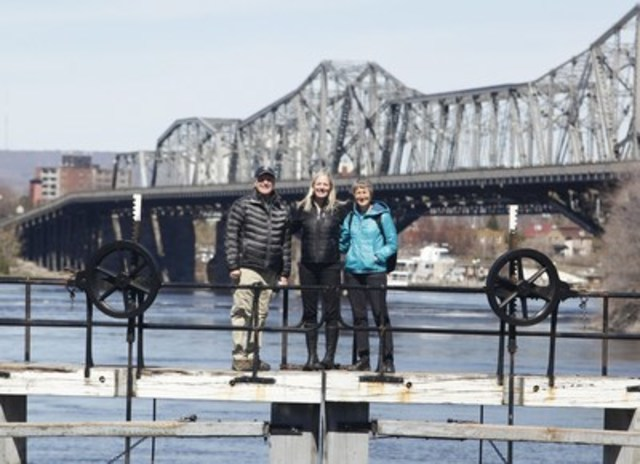 The Honourable Catherine McKenna, Minister of Environment and Climate Change and Minister responsible for Parks Canada with Sally Jewell, United States Secretary of the Interior, and Bruce Heyman, the United States Ambassador to Canada. (CNW Group/Parks Canada)