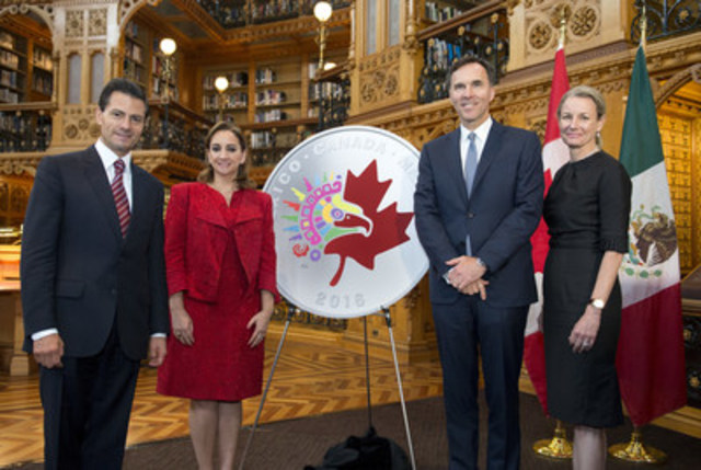 From Left: Mexican President Enrique Peña Nieto, Mexico's Secretary of Foreign Affairs Claudia Ruiz Massieu, the Honourable Bill Morneau, Minister of Finance and Sandra Hanington, President and CEO of the Royal Canadian Mint unveil a commemorative silver medallion celebrating Canada and Mexico's longstanding ties on the occasion of President Peña Nieto's official state visit (Ottawa, June 28, 2016). (CNW Group/Royal Canadian Mint)