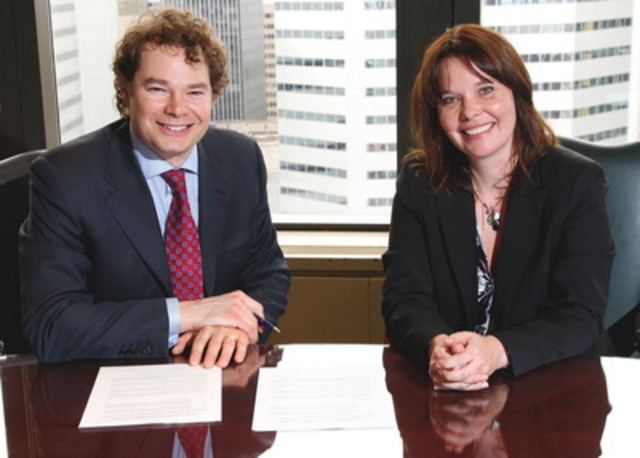 Louis Morisset, AMF President and CEO and Kathleen Dufour head of the Outaouais CAVAC (CNW Group/Autorité ...